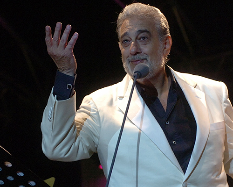 Plácido Domingo on M5 slide 1